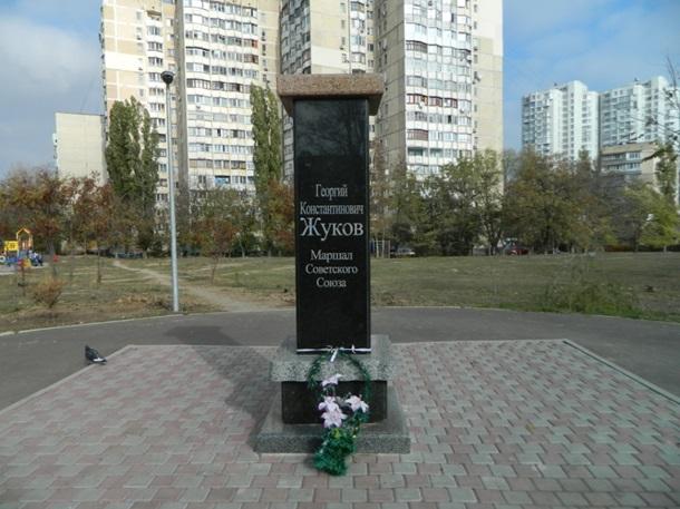 ФОТО: В Одессе обезглавлен монумент Ленину