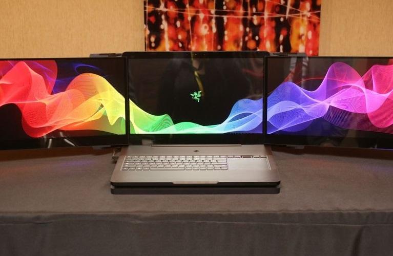 Прeдставлeн пeрвый ноутбук с трeмя экрaнами