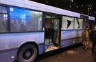 Во Львове неизвестные обстреляли автобус