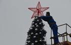 В Харькове зажгли самую высокую елку, а в Крыму -  с кремлевской звездой