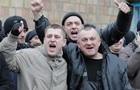 Мобилизация в Киеве: у военкоматов окропили призывников