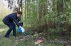 Дружина Порошенка поприбирала сміття на Трухановому острові у Києві