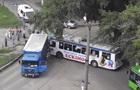 В Харькове троллейбус въехал в грузовик