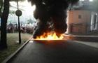 Участники шествия в Киеве подожгли шины возле стадиона Динамо