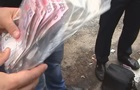 В Киеве гаишника поймали на взятке в две тысячи долларов
