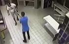 Появилось видео стрельбы в супермаркете Харькова