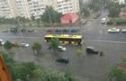 Отдельные районы Киева накрыли ливень и град