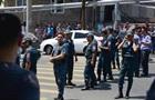 В Ереване истекло время ультиматума, поставленного вооруженным захватчикам