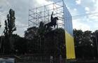 В Киеве памятник Щорсу оградили лесами