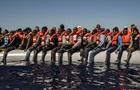 Біля берегів Італії врятували тисячу мігрантів