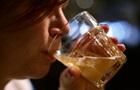 Жінки п ють вже майже так само, як і чоловіки