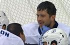 НХЛ. Вратарь Тампы Бэй потерял два зуба после броска соперника