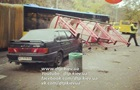 У Києві водій на Lada зніс зупинку