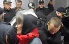 У Вінниці пенсіонери штурмували міськраду
