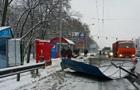 В Киеве фура снесла остановку, есть пострадавшие