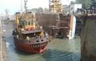 В Индии фрегат задавил двух человек