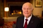 Помер перший астронавт США, який побував на орбіті