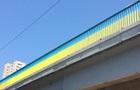 В Киеве мужчина прыгнул с моста под колеса грузовика