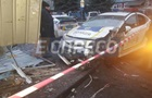 В Киеве полицейские протаранили хлебный киоск