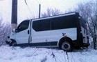 У Слов янську автобус врізався в стовп, семеро постраждалих