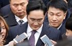 Суд відмовився заарештувати керівника Samsung