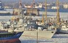 Военные корабли вмерзли в лед в Одессе