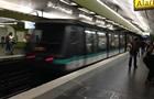 В парижском метро неизвестный с ножом напал на пассажиров