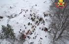 Под завалами снега в итальянском отеле нашли 13 выживших