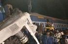Растет число погибших при сходе поезда с рельсов в Индии