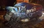 В Киеве Porsche врезался в микроавтобус, есть пострадавшие