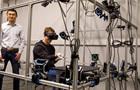 Цукерберг показал прототип перчаток виртуальной реальности