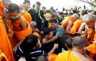 В Таиланде монахи подрались с полицейскими