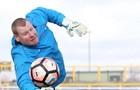 Саттон Юнайтед расторг контракт с вратарем, съевшим бургер во время матча