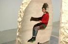 Художника из Франции замуровали в 12-тонном камне