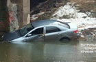 У Кривому Розі авто злетіло з мосту в річку