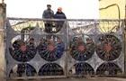 В Одесі робітники зачинили вхід на завод і не пускають податківців