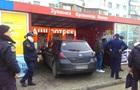 В Одессе машина влетела в остановку, есть пострадавшие