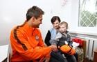 Игроки Шахтера подарили оборудование детской больнице в Харькове