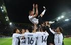 Подольски в прощальном матче за сборную принес Германии победу над Англией