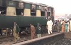 В Пакистане поезд столкнулся с нефтяной цистерной
