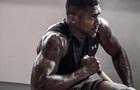 Стальные мышцы: Джошуа готовится к бою против Кличко с помощью гантель
