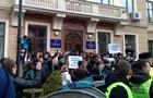 Біля міськради Тернополя побилися  свободівці