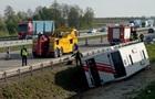 У Польщі в аварію потрапив автобус з туристами: 17 постраждалих