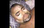 У США донька зробила макіяж батькові, котрий спав