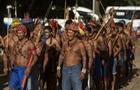 В Бразилии индейцы обстреляли из лука полицейских