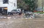У Львові злива рознесла сміття вулицями міста