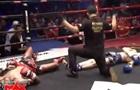 Два боксера одновременно отправили друг друга в нокдаун