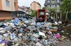Во Львове коммунальщики разобрали мусорную  баррикаду