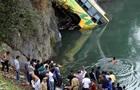В Індії автобус впав у річку: десятки жертв