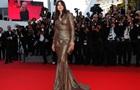 Моника Белуччи покорила Канны золотым платьем